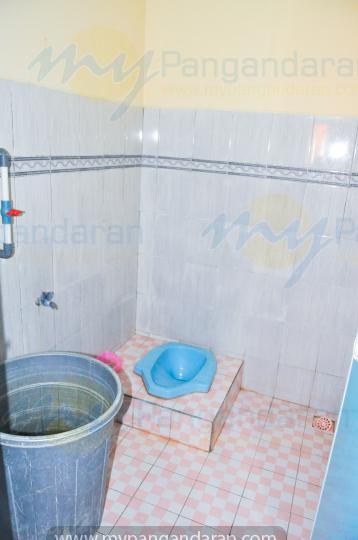 tampilan kamar mandi bumi abdi homestay